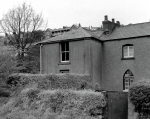 40.  Roberts Row above Ynystawe Hall. Emlyn Thomas, a cricketer lived there and a group of Itlaians.  The canal is in front of it.  Horses were taken down at the left side og hills Colliery.
