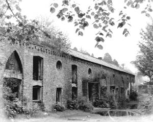 15-stables-at-ynystawe-front-view